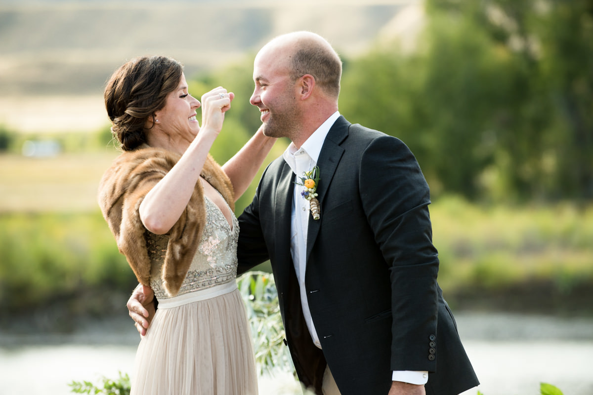 Paradise Valley Montana Wedding ceremony kiss yellowstone river