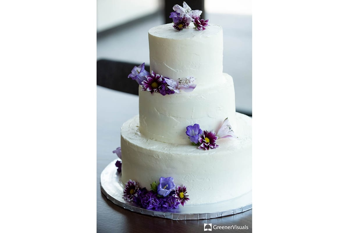 Bozeman-Wedding-Cake-Photography-Greener-Visuals