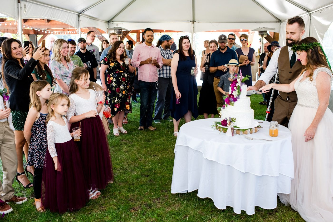 The-Nest-on-Swan-River-Wedding-Day-cake-cutting